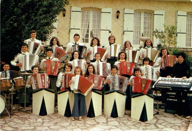 """1974 - """"Les Bleuets"""" - École d'accordéon Jeanne Danias"""
